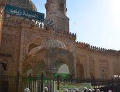 تعقيم مسجد السيدة زينب لاستقبال المصلين.. صور