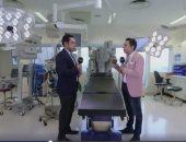 شريف حقى يكشف كيفية إجراء عملية جراحية بالإنسان الآلى لمريض بدولة أخرى