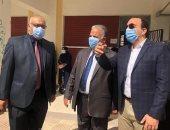 """صور ..نائب محافظ الإسماعيلية يحيل ملاحظ للتحقيق بسبب """"المحمول"""""""