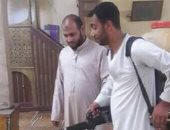استعداد للصلاة فى المساجد.. شباب مركز دار السلام بسوهاج يعقمون المساجد