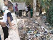 قرية البيضا بالمنوفية يشكون قيام الوحدة المحلية بالقاء القمامة بالترعة
