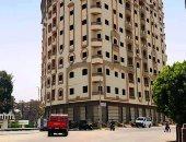 صور.. برج سكنى مخالف صدر له 12 قرار إزالة يثير حالة من الجدل بسوهاج