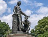 بسبب إفريقى راكع أمامه.. مظاهرات لإزالة تمثال الرئيس الأمريكى إبراهام لنكولن