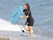 صور.. شاكيرا تستمتع بأجواء البحر والشمس مع طفليها