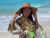 """كل يوم على البحر..  رانيا يوسف بـ""""مايوه أصفر وبرنيطة"""" .. صور"""