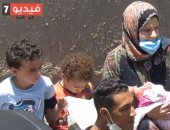 الأهالى ينقذون 3 أطفال سقطوا من فوق موتوسيكل.. والأم والأب فى صدمة (فيديو)