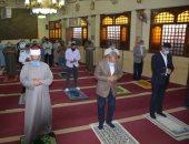 محافظ القليوبية يؤدى أولى صلاة ظهر بمسجد الرحمن بشبرا الخيمة بعد توقف 100 يوم