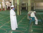 """""""كمامة ولثام وسجادة"""".. المصلون يعيدون إعمار مساجد شمال سيناء (صور)"""