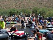زحام شديد على شواطئ نهر بولاية أريزونا رغم تفشى وباء كورونا