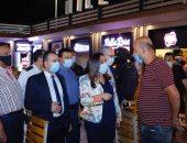 محافظ دمياط تفاجئ عدد من المقاهى والمطاعم لمتابعة الالتزام بتطبيق الإجراءات