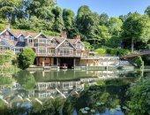 منزل فاخر على ضفاف نهر للبيع مقابل 4.5 مليون جنيه إسترلينى.. صور