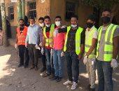 للحد من انتشار فيروس كورونا.. شباب قرية قصير بقنا يعقمون المساجد