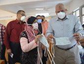 محافظ الوادى الجديد يتفقد خط إنتاج الكمامات الطبية بالخارجة (صور )