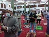 التزام المصلون بالضوابط الاحترازية والوقائية في اليوم الرابع لفتح المساجد.. صور