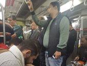 شاهد .. وزير الثقافة السابق داخل عربات مترو الأنفاق فى صورة قديمة