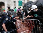 فيديو وصور.. اشتباكات بين الشرطة ومحتجين ضد تخفيض ميزانية الجهاز بنيويورك