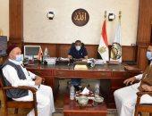 محافظ مطروح يناقش الإعداد للمهرجان الدولى الخامس للتمور المصرية بسيوة