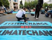 العشرات يتظاهرون فى ألمانيا للمطالبة باتخاذ إجراءات ضد تغير المناخ