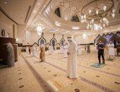 فيديو.. أول صلاة بعد إعادة فتح المساجد بالإمارات وسط إجراءات وقائية