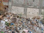 قارئ يشكو تراكم القمامة أمام منزله فى شارع بنزينة السلام بمنطقة العجمى