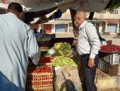 صور.. رئيس مدينة الحسينية يشرف على تنظيم سوق الخميس