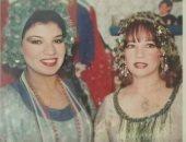 صورة نادرة للنجمة شادية مع فنانة استعراضية فى كواليس مسرحية ريا وسكينة