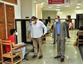 رئيس جامعة كفرالشيخ يتفقد لجان كليتى الصيدلة والتمريض.. صور