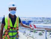 """""""محمد"""" يشارك صحافة المواطن صورته بالكمامة فى موقع العمل بالتجمع الخامس"""
