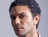 """ترشيح آسر ياسين لبطولة مسلسل """"suits"""" النسخة المصرية وخالد مرعى مخرجاً"""