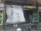 صور.. السيطرة على حريق في محل قبل امتداداه للمنازل المجاورة بوسط الأقصر