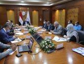 وزير النقل يتابع تنفيذ مشروعات تطوير محطات ومزلقانات السكك الحديدية