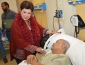 صور.. صور آخر زيارة أجرتها الراحلة رجاء الجداوى لدعم مرضى السرطان بالأقصر
