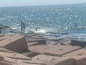 صور.. الحياة على كورنيش الإسكندرية.. صيد وسيلفى وطائرات ورقية