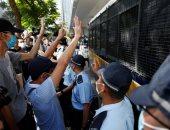 مئات المحتجين يشاركون فى مسيرة بهونج كونج اعتراضا على تأجيل الانتخابات
