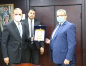 محافظ كفر الشيخ يكرم رئيس فرع هيئة الرقابة الإدارية السابق ويهنئ الجديد