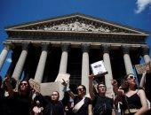 فرنسيات يتظاهرن ضد أعضاء الحكومة الجديدة بسبب اتهامات وقضايا أخلاقية
