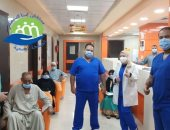 صور.. مستشفى إسنا للحجر الصحى تعلن خروج 32 حالة بعد شفائهم من كورونا