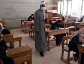 صور.. رئيس الأقصر الأزهرية يتابع حالة الطلاب وإجراءات لجان امتحانات الأدبى