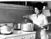 صورة نادرة للراحلة رجاء الجداوي من مطبخها .. طول عمرها ست شاطرة