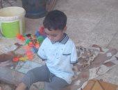 فيديو وصور.. مأساة طفل بكفر الشيخ بترت ذراعاه بعد انفجار كشك كهرباء