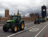 مزارعون يحتجون بالجرارات وسط لندن بسبب تهديدات معايير الغذاء فى بريطانيا