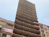 حى عين شمس يبدأ إزالة أعلى برج مخالف بالقاهرة مكون من 18 طابقا.. صور