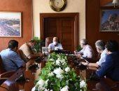 محافظ بورسعيد يتابع موقف المشروعات التنموية والخدمية.. صور
