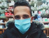 """""""نادر"""" من الجيزة يشارك صورته بالكمامة وقت العمل التزاما بالاجراءات الوقائية"""