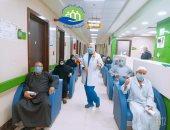 صور.. مستشفى إسنا للحجر الصحى تعلن خروج 14 حالة شفاء من كورونا