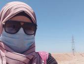 """""""منى"""" تشارك صورتها بالكمامة خلال أدائها لعملها فى البحر الأحمر"""