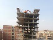 شاهد إزالة أعلى برج 18 دورا بحى عين شمس شرق القاهرة