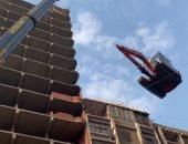 كيف رفعت محافظة القاهرة حفار أعلى برج بعين شمس لتنفيذ قرار الإزالة