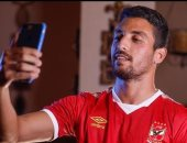 الكاف يحتفل بانتقال طاهر محمد طاهر للأهلى على طريقة فرحة المنتخب الأولمبى