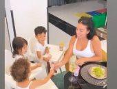 ست بيت شاطرة.. الاهتمام بالمنزل وتربية الأطفال أولويات صديقة رونالدو ×4 صور